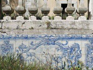 lisbon-abandoned-azulejos